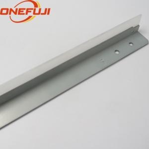 AD04-1083 Blade